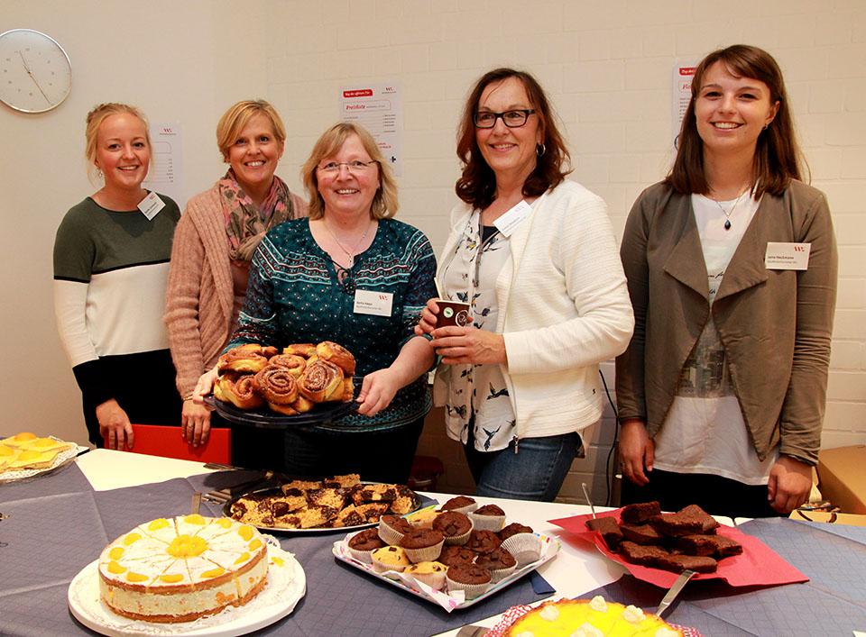 Die Mitarbeiter/innen der Apothekerkammer sorgten für ein volles Kuchenbuffet.