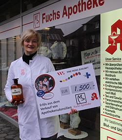 Annette Fuchs hat den Erlös ihres Verkaufs von alten Apothekenutensilien an 'Eine Dosis Zukunft' gespendet.