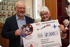 Ehepaar Brigitte und Rugard Hovermann spendete 2.100 Euro für das Hilfsprojekt.