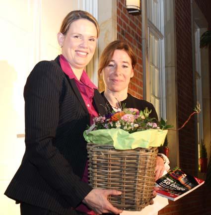 Kammerpräsidentin Gabriele Regina Overwiening bedankte sich im letzten Jahr bei Katharina Klaas-Dirzus für ihr Engagement.